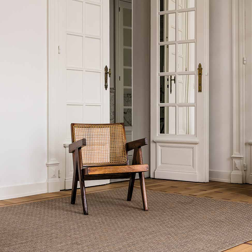greetings: welcome with chic linen blend rug in color amber