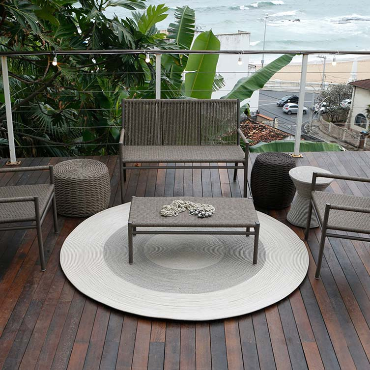 focal point: a custom circular rope rug adorns decks & patios